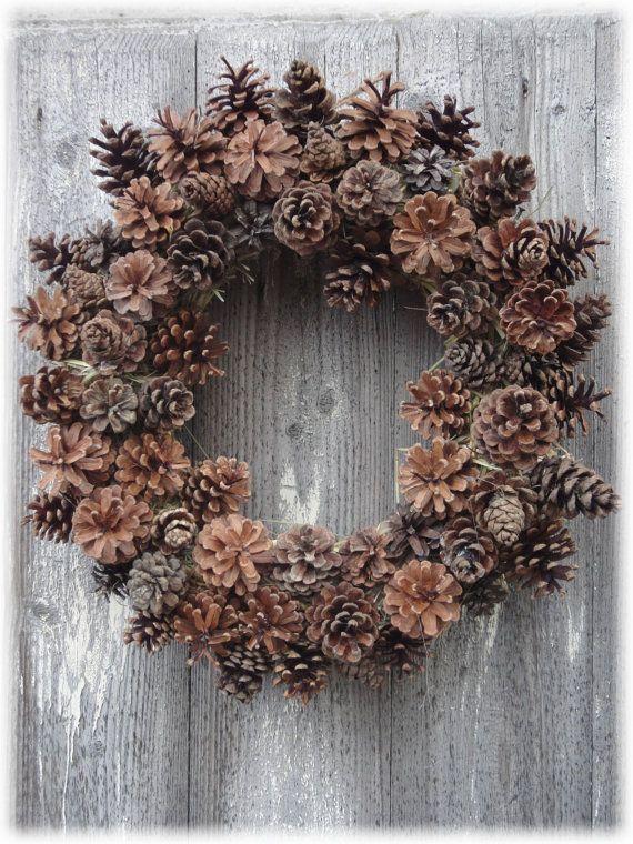 Ghirlanda natalizia con pigne di RomantikPony su Etsy Welcome Christmas pine cone wreath