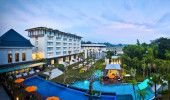 HARRIS Hotel and Conventions, the Best Resort Hotel in Malang, East Java, Indonesia. See our review of this outstanding hotel!