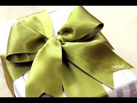 Como hacer moño para regalo // How to tie a gift bow