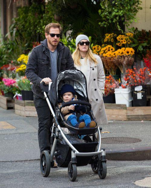 Drew Barrymore & Family: Friday Stroll
