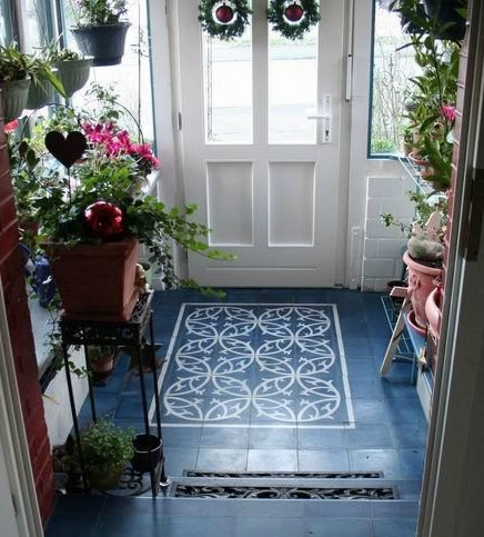 What a gorgeous tile floor in the entry.