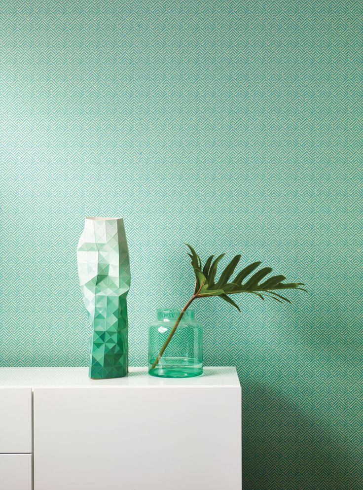 Tapetkollektionen Oxygen är inspirerad av naturens unika egenskaper som balans, färgprakt, friska dofter, stillhet, lugn & syre. Fantastiska mönster av frodig växtlighet i olika former kombineras med vackra enfärgade tapeter med levande struktur. Låt ditt hem växa till liv med Oxygen! Art.nr OXY304
