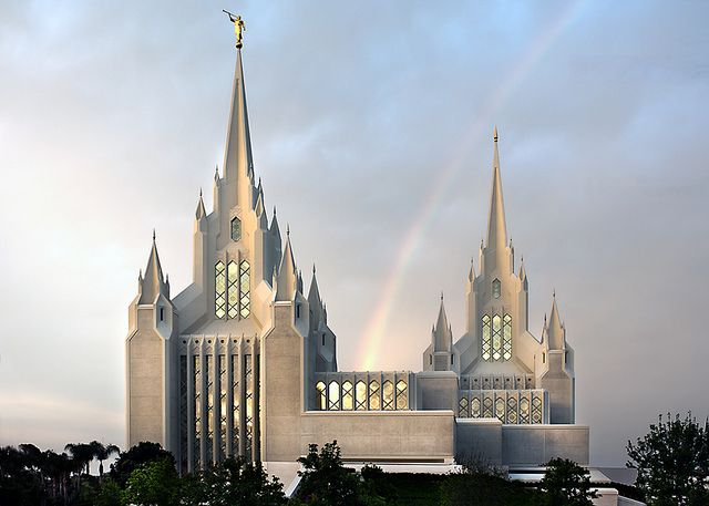San Diego Temple #LDS @mmgoode flickr    *trumpets sound...thanks Angel Moroni!*  THIS. This is where I'm getting married. :) Now...to find that returned missionary...who's around 25 or older. Oh dear.