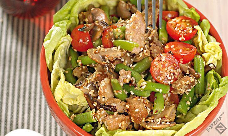 Рецепт Тёплый салат с курицей, стручковой фасолью и помидорами