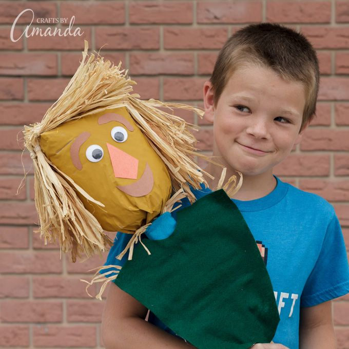 Fall means scarecrows, and that means a fun fall craft for the kids! I created this paper bag scarecrow for the new Amazon Original Kids Series Lost In Oz!