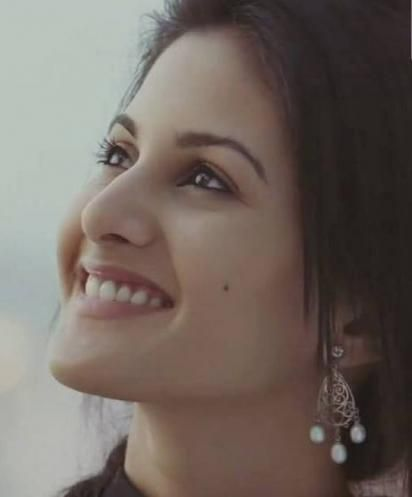 Hot smile amyra dastur wide screen images Wallpapers ...