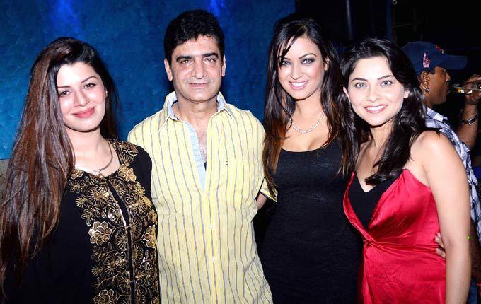 ग्रैंड मस्ती की पार्टी में कायनात अरोड़ा, सोनाली कुलकर्णी और फिल्म के निर्देशक इंद्र कुमार।