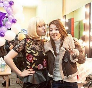 """Although Gummy has parted ways with YG Entertainment and her former labelmates, the singer remains supportive of the """"YG Family."""" http://www.kpopstarz.com/tags/2ne1"""