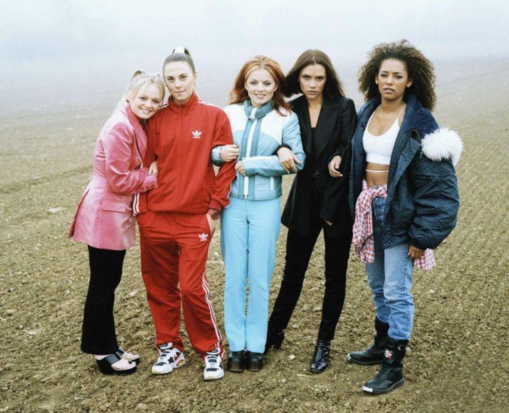 На прошлой неделе дети 90-х отмечали ровно 20 лет с выхода песни «Wannabe», прославившей Spice Girls. По такому случаю мы решили вспомнить, как Виктория Бекхэм превратилась в основательницу модной империи и просто в элегантную женщину, хотя была одной из тех самых пяти наглых девчонок в вызывающих нарядах.
