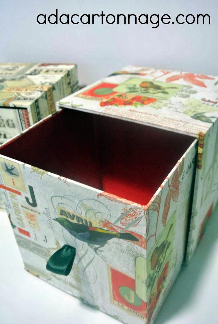 Cartonaje, álbumes de fotos, libros de firmas, cuadernos, cajas a medida, bolsos, venta de papeles y clases de cartonaje.