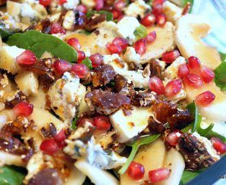 Γιορτινή Σαλάτα με Αχλάδι, Ροκφόρ (roquefort) και Καραμελωμένα Πεκάν (pecan).