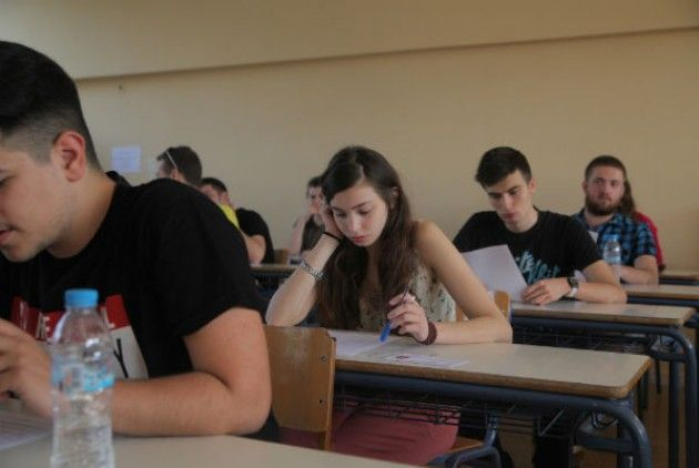 Το πώς το τι και το γιατί των πανελλαδικών εξετάσεων     Συντάκτης: Χρήστος Κάτσικας  Ο επόμενος μήνας ο Μάιος εκτός των άλλων έχει χαρακτηριστεί ως ο μήνας του μεγάλου εξεταστικού- ανταγωνισμού. Εκατό και πλέον μαθητές και απόφοιτοι και οι οικογένειές τους ζουν την αγωνία των πανελλαδικών εξετάσεων και βεβαίως και των αποτελεσμάτων τους. Από την περίοδο που θεσπίστηκαν μέχρι σήμερα οι εξετάσεις για την Τριτοβάθμια Εκπαίδευση με όποια μορφή κιαν έγιναν όποιο όνομα κιαν πήραν Ακαδημαϊκό…