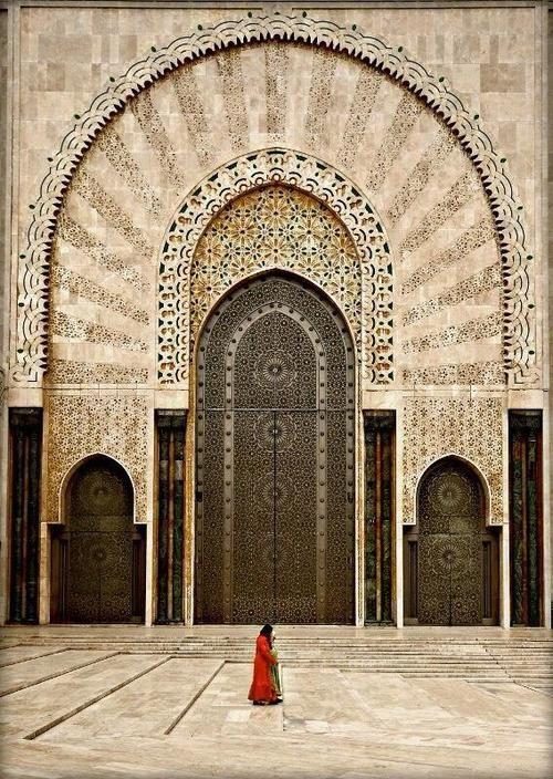 Hassan II Mosque Morocco The higest and beautiful door I have ever seen La plus haute et la plus belle porte que j'ai vue de ma vie .