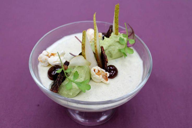 Hartige panna cotta van Roquefort, luikse siroop, avocado en chili popcorn - met Conference OER-fruit