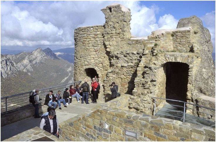 Il castello di Pietrapertosa, Basilicata, Italia. 40°31′00″N 16°04′00″E