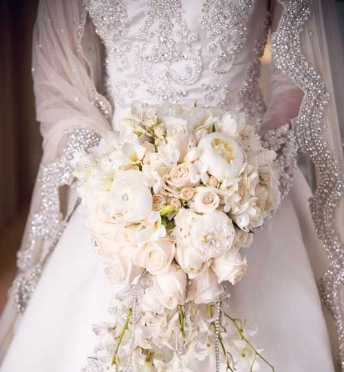 Wow… Stunning bouquet/ Soft Blush + White Flowers ♥
