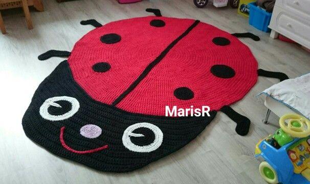 My doughter wanted a ladybug rug. Tyttäreni toivosi leppäkerttu mattoa. Tytar soovis endale lepatriinu vaippa.