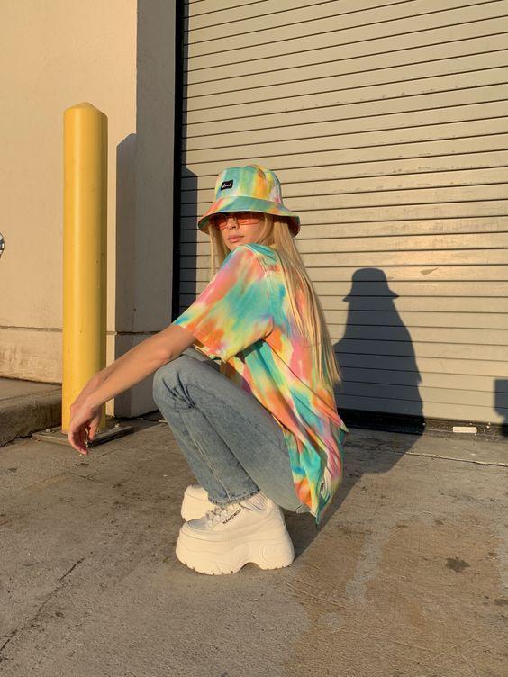 Tie-Dye segue como tendência para o outono 2020 - Inventa Moda em 2020 | Roupas de menina skatista, Looks vintage femininos, Moda streetwear