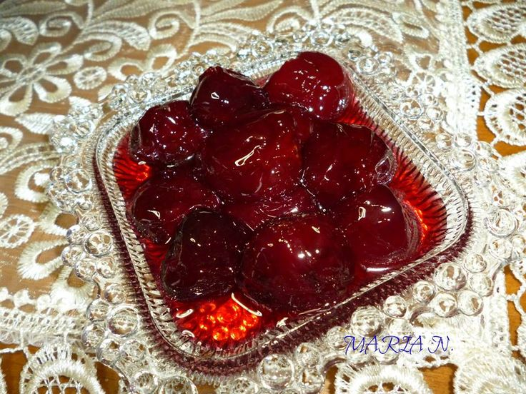 Υλικα: 1 κιλο κερασια ΧΩΡΙΣ τα κουκουτσια (μεγαλα και τραγανα) 700 γρ. ζαχαρη κρυσταλλικη χυμο απο 1 μετριο λεμονι 1 κ.γ. εσανς βανιλια ή πικραμυγδαλο (σε υγρη μορφη) Εκτελεση: Φωτο 1) Βαζουμε τα κερασια (ή βυσσινα) με τη ζαχαρη μεσα σε βαθεια κατσαρολα. Τα κερασια, αν ειναι αρκετα γλυκα σαν φρουτα, θελουν το πολυ 700 …
