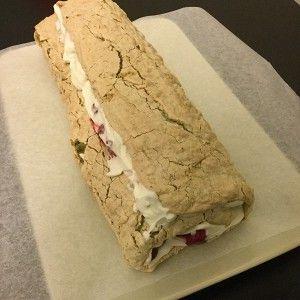 Меренговый фисташковый рулет с маскарпоне и малиной рецепт – выпечка и десерты. «Афиша-Еда»
