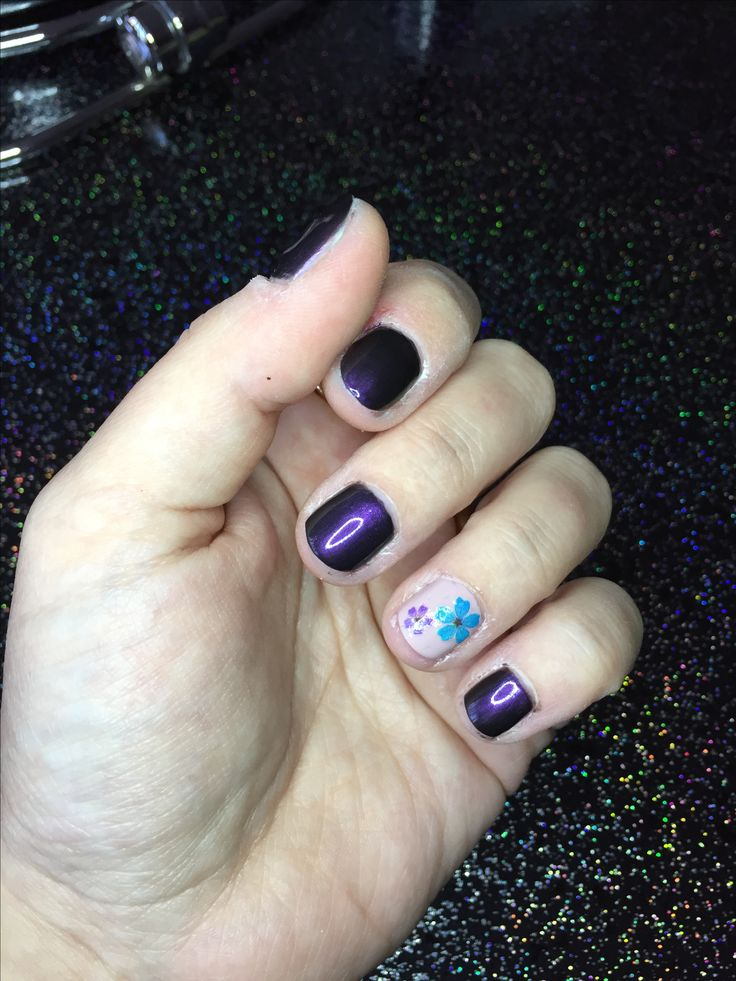 Nails of the week  #bellezzaprecaria #nails #nail #nailstagram #nailpolish #nailpolish #nailart #nailsart #nailfashion #instanails #instanail #nailcare #nailporn #manicure #mani #hands #hand #nailsoftheday #notd #purple #flower #flowers