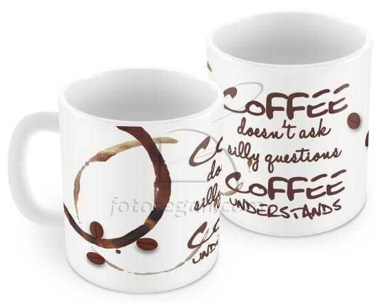 Tazza con scritta marrone e chicchi di caffè