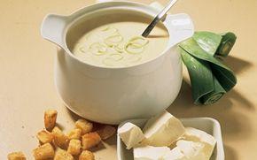 Ostesuppe og smørristede franskbrødstern