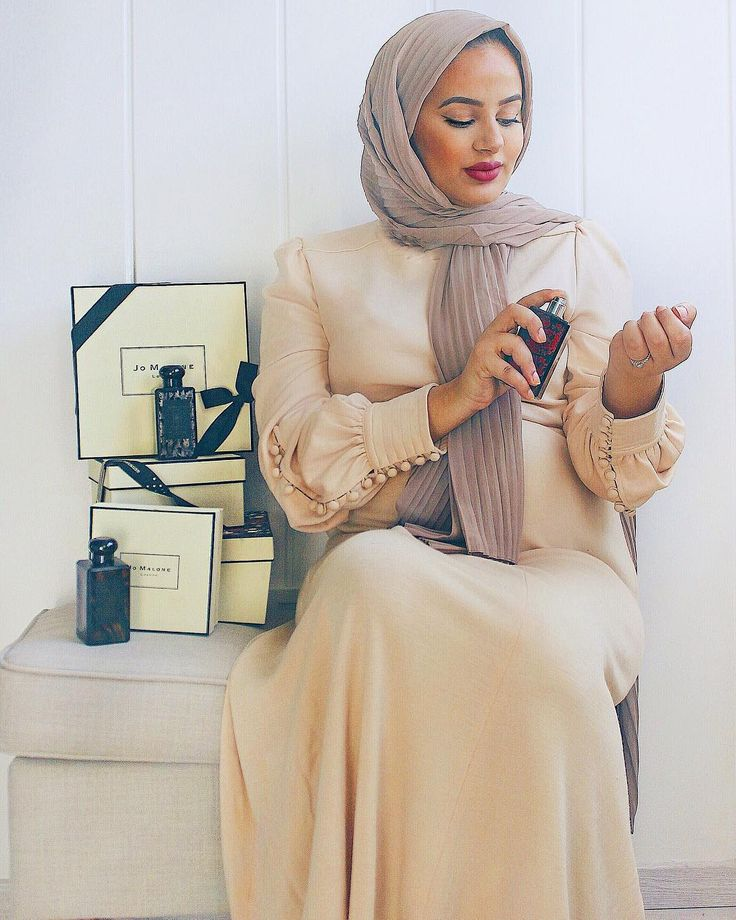 Hijab Fashion | Nuriyah O. Martinez | 367 vind-ik-leuks, 6 reacties - RUBA ZAI (@hijabhills) op Instagram: 'It's EID tomorrow🎉🎉🎉 Got my gifts for my mum and sisters from @jomalonelondon 's collection…'