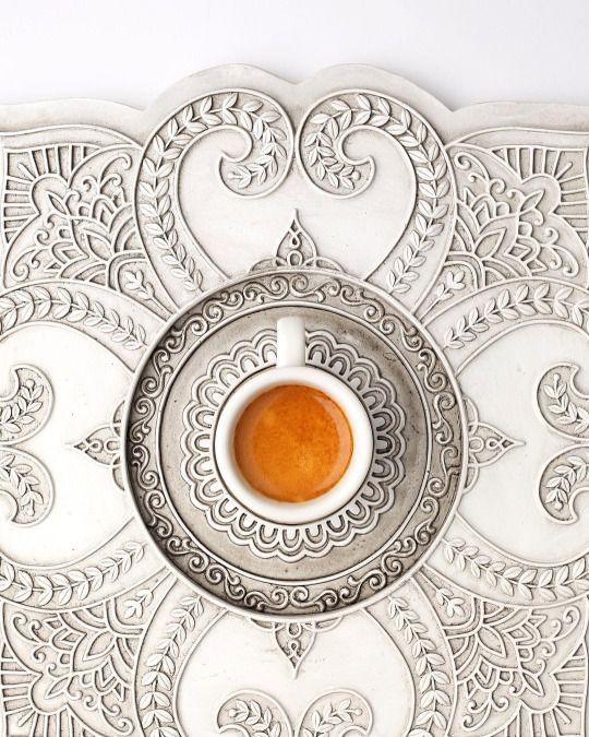beautiful coffee art :Золотое правило жизни: не переживай из-за того, что ты не в силах изменить, прими ситуацию такой, какая она есть. Ведь мы не пытаемся изменить погоду, а просто одеваемся по погоде. )
