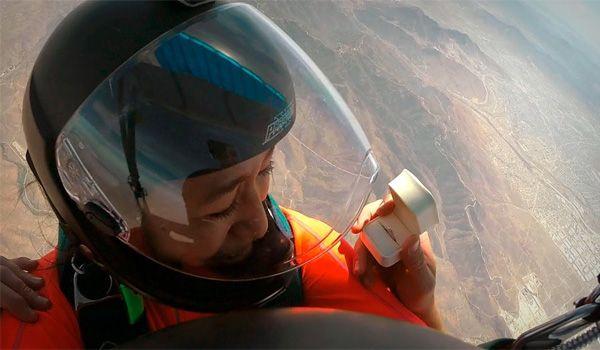 Mai fare una proposta di matrimonio durante un lancio in paracadute! - http://www.ahboh.it/proposta-matrimonio-lancio-paracadute/