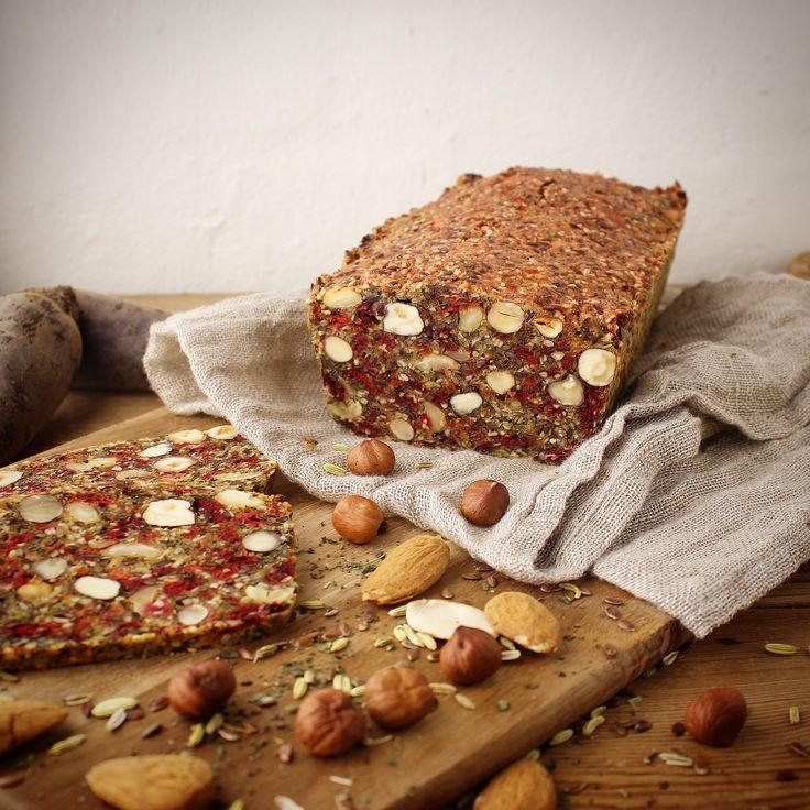 Stenalderbrød med rødbede, brændenælde og fennikel