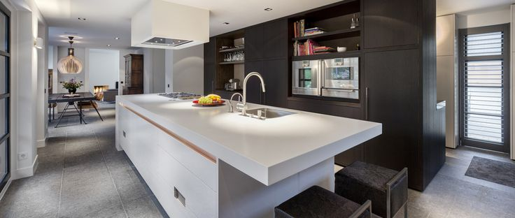 Keuken gemaakt door Culimaat. Kookeiland gemaakt van Corian®. Kast gemaakt van Querkus Oak Natural!