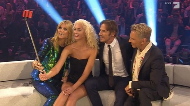 Before the bomb threat ... Heidi Klum and other Next Topmodel judges have a selfie with the winner of Germany's Next Topmodel. http://www.stuff.co.nz/entertainment/tv-radio/68573155/heidi-klum-in-bomb-threat-as-germanys-next-topmodel-finale-gets-cut-short