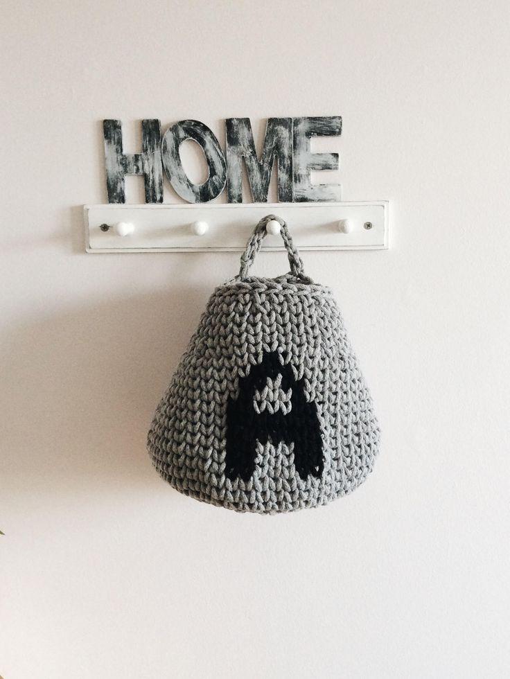 Crochet hanging basket by Dwa Guziki | kosz wiszący-litera-A-DwaGuziki