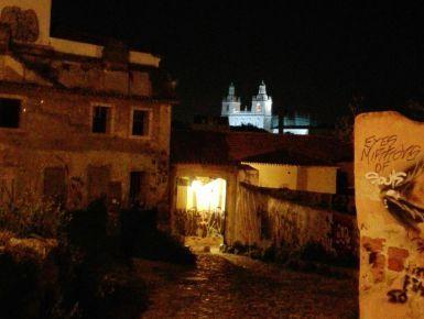 """Lisbona (a cidade da toleranca) - Se mi chiedono perché amo Lisbona posso rispondere in tanti modi.  La amo perché mi piace pensare che appartiene al """"povo"""" (popolo) portoghese fattosi regno circa mille anni fa, già soggiogato a Celti, Visigoti come parte della propria anima, i Fenici ancor prima e che riunitosi sotto una corona nel 1.200 circa ha dovuto scavarsi la sua enclave in questo lembo di terra all'estremità dell' Europa"""