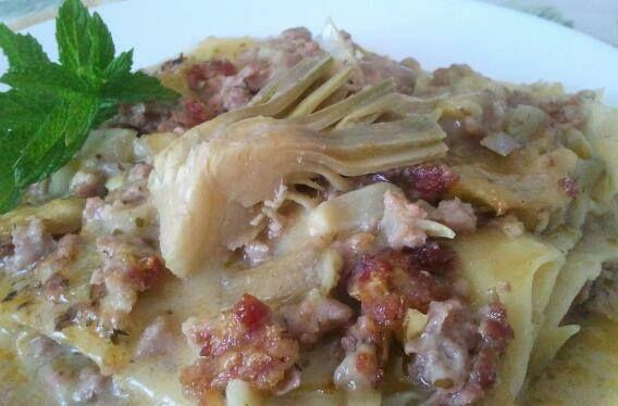 Lasagne carciofi e salsiccia http://blog.giallozafferano.it/passioneperilcibo/lasagne-carciofi-e-salsiccia/