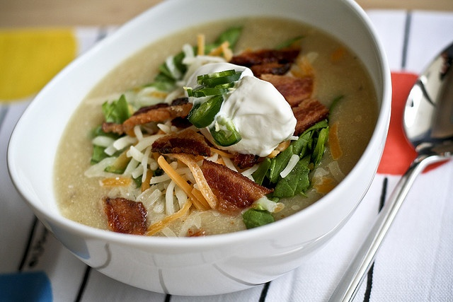 Loaded Baked Potato Soup.....tried, loved: Baking Potatoes Soups, Ainsli Features, Yummy Recipes, Yummy Food, Yum Soups, Soups Recipes, Loaded Baking Potatoes, Camero Ainsli, Loaded Baked Potatoes