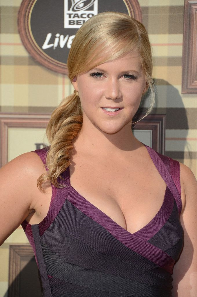 Comedian Amy Schumer arrives at the Comedy Central Roast of Roseanne Barr at Hollywood Palladium on August 4, 2012 in Hollywood, California.