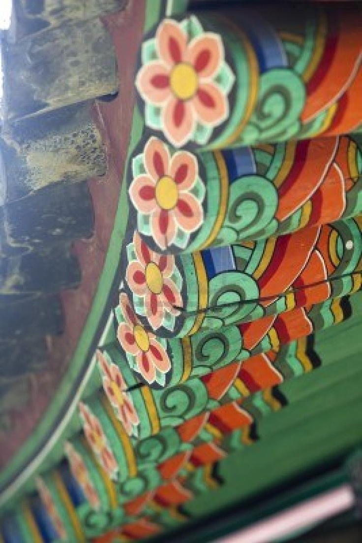 An example of traditional Korean architecture found on the side of roofs