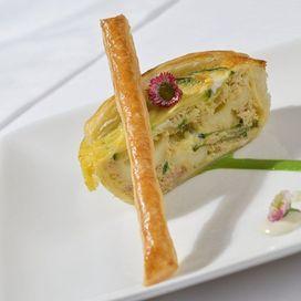 Torta rustica con tonno in scatola, zucchine e mozzarella