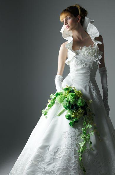 桂由美 wedding dress