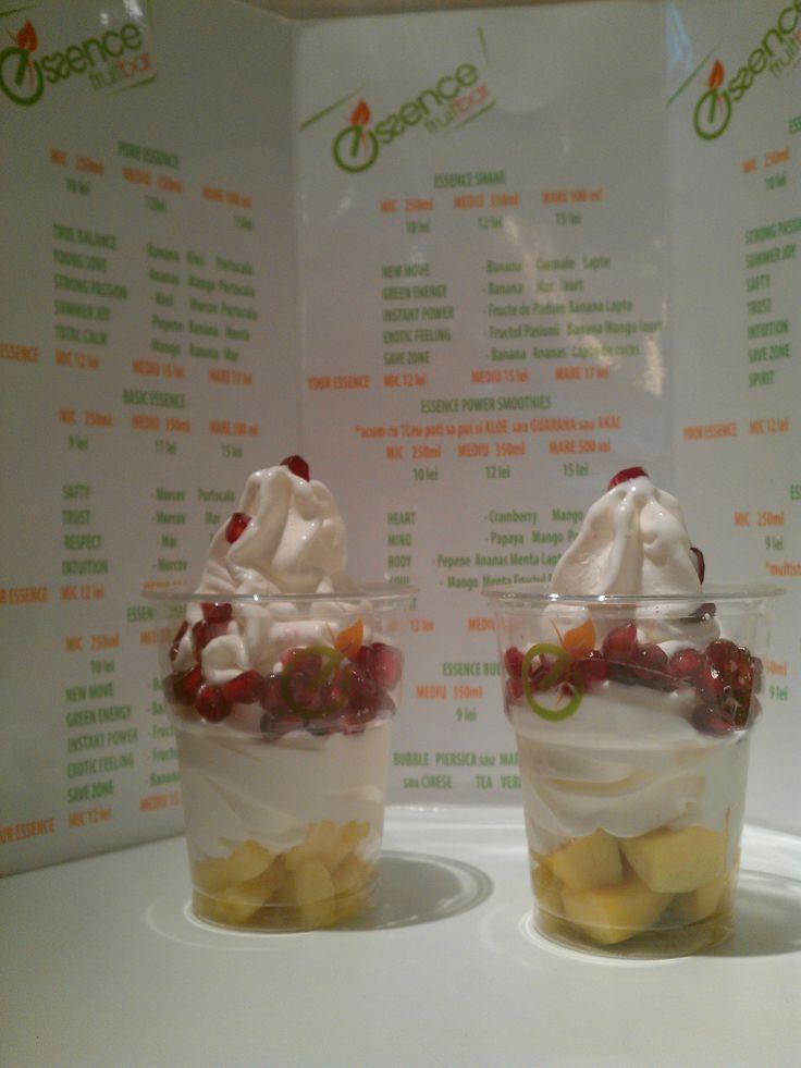 frozen yogurt cu mango si rodii