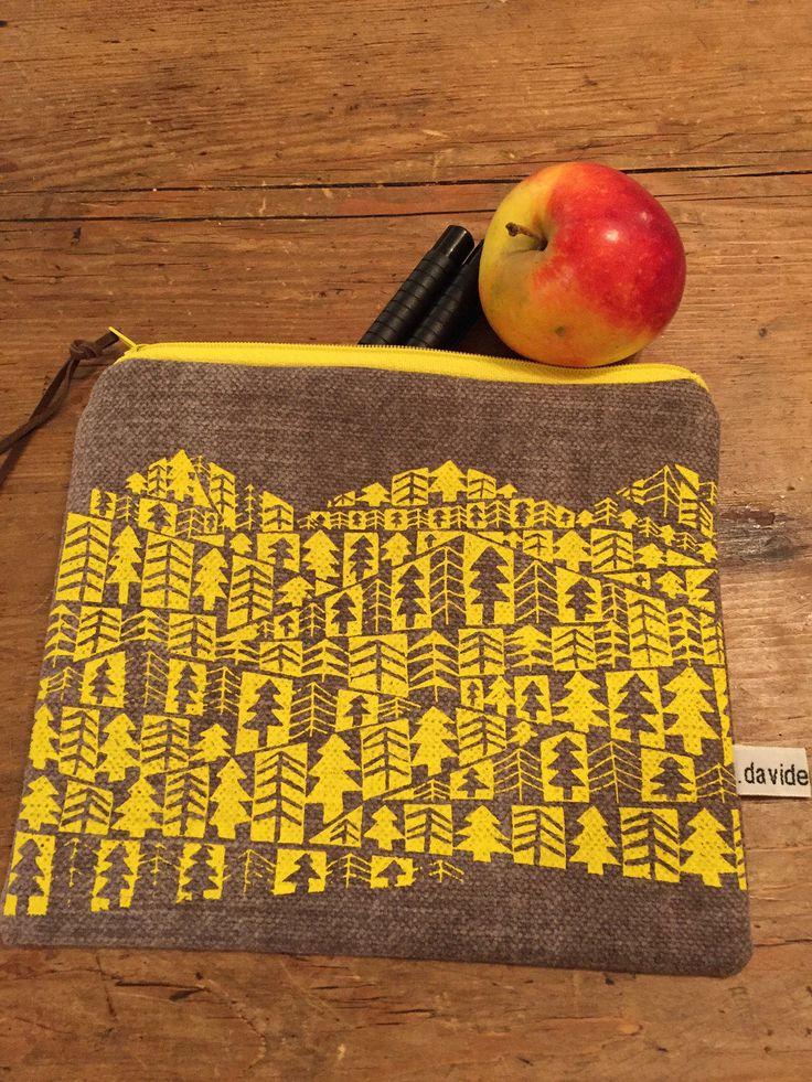 Le chouchou de ma boutique https://www.etsy.com/fr/listing/516753839/pochette-foret-jaune
