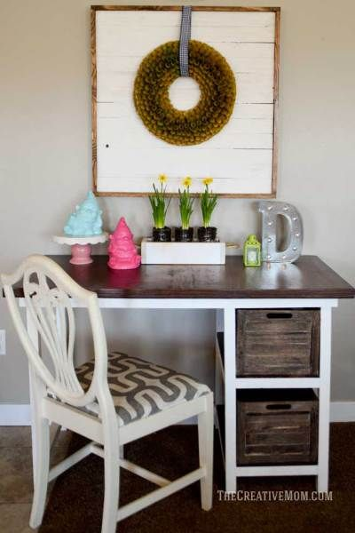 DIY Farmhouse desk and shiplap wreath display. She gives the full tutorial for that wreath display and the entire building plans for the farmhouse desk too. Seriously SOOO cute!