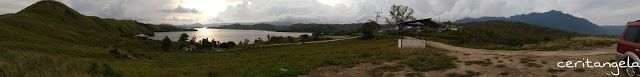 Melihat Danau Sentani Dari Bukit Teletubbies