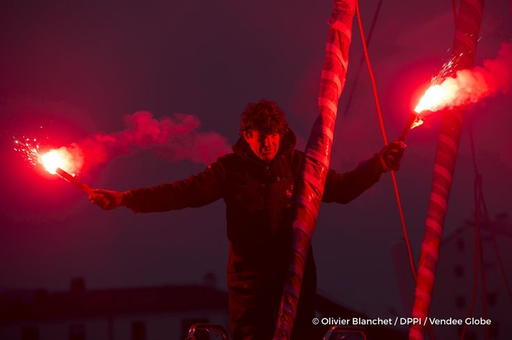 Flares in the channel at Finish arrival of Jean Le Cam (FRA), skipper Finistere Mer Vent, 6th of the sailing circumnavigation solo race Vendee Globe, in Les Sables d'Olonne, France, on January 25th, 2017 - Photo Olivier Blanchet / DPPI / Vendee GlobeArrivée de Jean Le Cam (FRA), skipper Finistere Mer Vent, 6ème du Vendee Globe, aux Sables d'Olonne, France, le 25 Janvier 2017 - Photo Olivier Blan