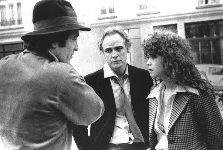 Bernardo Bertolucci, discute i dettagli di una scena dell'Ultimo Tango a Parigi con Marlon Brando e Maria Schneider, nel 1973. (AP Photo)