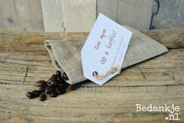 Origineel trouwbedankje: Koffieboontjes (€ 1,00) Voor meer informatie en andere originele en leuke bedankjes ga naar www.bedankje.nl