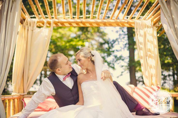 Молодожены жених и невеста just married bride groom