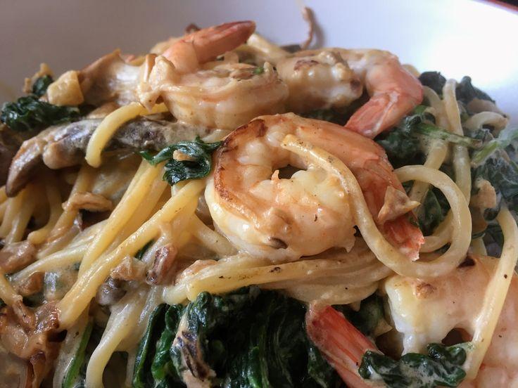 Creamy prawn spaghetti with a mushroom sauce